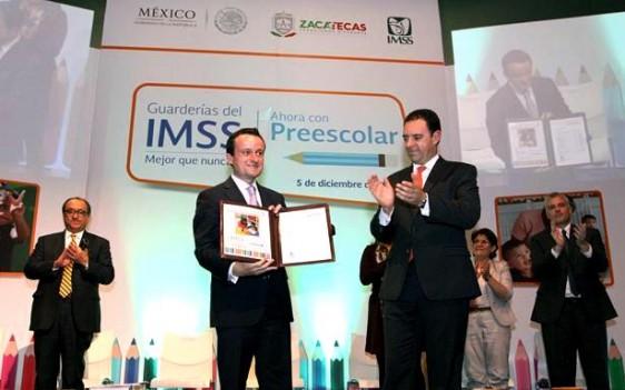 Asistieron a este evento el subsecretario de Planeación y Coordinación de la Secretaría de Educación Pública, Otto Granados; el Director de Prestaciones Económicas y Sociales, Igor Rosette; y el delegado del IMSS en Zacatecas, Sergio Manuel Zertuche.