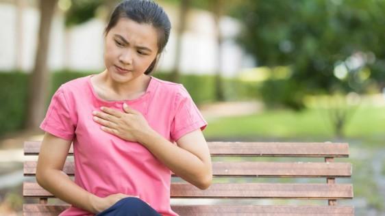 La acidez estomacal ocasional es algo común y la mayoría de las personas logran controlar las molestias. Sin embargo, la acidez estomacal más frecuente que interfiere con la rutina diaria puede ser un síntoma de algo más grave que requiere asistencia médica.