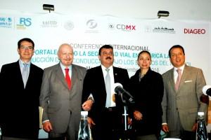 El titular de la CONADIC, Manuel Mondragón y Kalb, recibió reconocimiento por su liderazgo en prevención de accidentes.