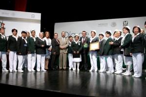 El Director General del IMSS, Mikel Arriola, encabezó, junto con el líder del SNTSS, Manuel Vallejo, la entrega de medallas, diplomas y estímulos económicos con los que se reconoció su labor, investigación y compromiso.