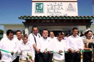 Mikel Arriola y Nuvia Mayorga, junto con el Gobernador Alejandro Murat, pusieron en marcha 3 Unidades Médicas Rurales y 6 Móviles, para atender a comunidades indígenas y afromexicanas de la Costa Chica.