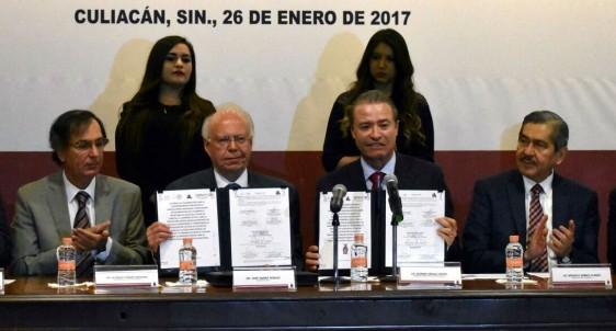 En Sinaloa, firmó como testigo de honor acuerdo de colaboración entre Cofepris y el gobierno estatal.