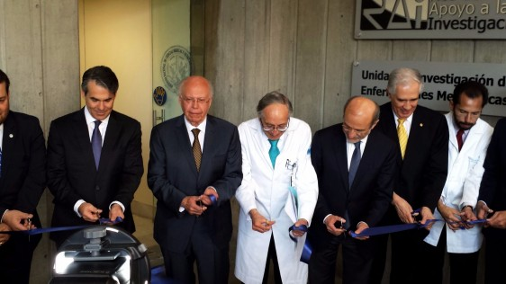 El Secretario de Salud también presidió la apertura y realizó un recorrido por la Clínica del Hígado y Trasplante Hepático, e inauguró el Departamento de Medicina Nuclear de este Instituto.