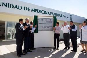 Es la primera de 40 Unidades Médicas que, junto con 12 hospitales de alta especialidad, el IMSS construirá de aquí a que concluya la presente Administración, aseguró.