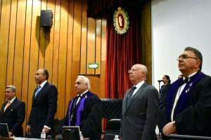 Asistieron al acto, el director general del ISSSTE, José Reyes Baeza Terrazas, representantes de la Facultad de Medicina de la UNAM, de las Fuerzas Armadas, la Secretaría de Marina, del IMSS, de la Academia Mexicana de Pediatría y de entidades de salud de diversos estados.