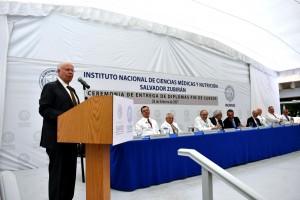 José Narro, Secretario de Salud, encabezó la ceremonia de graduación de 200 médicos residentes