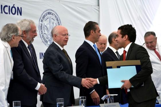 Se otorgó el Premio Juan Rull al doctor Eduardo Carrillo Maravilla, por su destacada y comprometida labor en favor de la gente