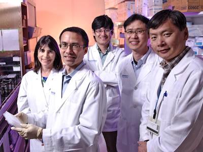 Los investigadores desde la izquierda a la derecha: Dr. Rhonda Bassel-Duby, Dr. Lawrence Lum, Huanyu Zhou, Dr. Jesung Moon, y Dr. Wei Tan.