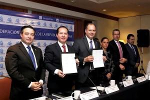 El Comisionado Federal Julio Sánchez y Tépoz, y Gustavo de Hoyos, Presidente Nacional de la COPARMEX, acordaron promover acciones en favor de la transparencia y la competitividad. La COFEPRIS refrenda su compromiso con el desarrollo de la industria de la salud.
