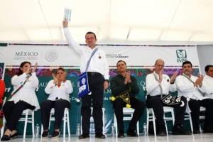 Acompañado por el gobernador Roberto Sandoval Castañeda, el titular del IMSS clausuró el Encuentro Médico Quirúrgico en Oftalmología.