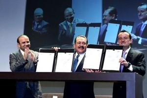 El Secretario del Trabajo y Previsión Social, Alfonso Navarrete Prida, firmó como testigo de honor, y subrayó la importancia de fomentar la prevención de enfermedades y accidentes de trabajo.