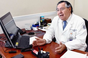 "Dr Carlos Pacheco Gahbler, jefe de sevisios de Urologia del Hospital General ""Manuel Gea González"""