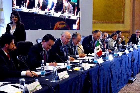 La firma del acuerdo se realizó en el marco de la XVI Reunión Nacional Ordinaria del Consejo Nacional de Salud, encabezada por el doctor José Narro