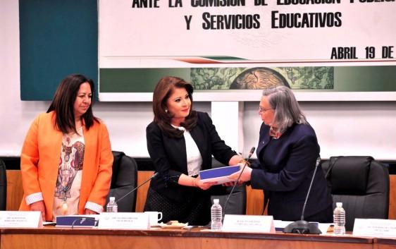 Embarazo en adolescentes debe ser materia de evaluación de ese organismo educativo, afirma Aragón Castillo