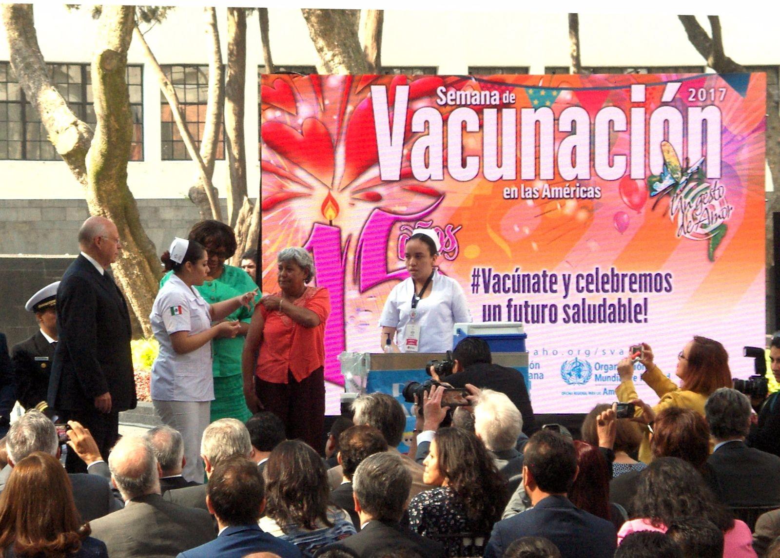 El doctor José Narro dijo que con ello se previenen enfermedades, evitan muertes prematuras y eliminan padecimientos.