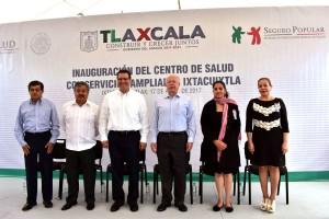 José Narro, Secretario de Salud con el gobernador Marco Antonio Mena, instaló la Red Tlaxcalteca de Municipios por la Salud en esa entidad;Inauguró, el Centro de Salud con Servicios Ampliados de Maternidad; y el CEREDI 23 del país.