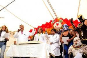 Una colorida fiesta, con grandes regalos, globos, piñatas, música, canciones, juegos, rifas, concursos y mucha diversión vivieron los pacientes de Pediatría del Hospital Juárez de México, al celebrar en grande y con mucha alegría.