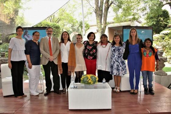 La campaña PARTERAS DE HOY y la plataforma de la comunidad de partería en México fueron presentadas por Sharon Bissell, directora de la Fundación MacArthur en México; Regina Tamés, directora de GIRE y José Luis Palma, director de INSAD, quienes estuvieron acompañadas por los testimonios de parteras y enfermeras.