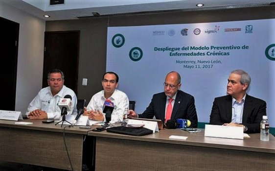 Con la representación del Director General, acudieron a dar el banderazo de inicio del plan piloto el Director de Prestaciones Médicas, José de Jesús Arriaga, y el Director de Vinculación Institucional y Evaluación de Delegaciones, Patricio Caso.