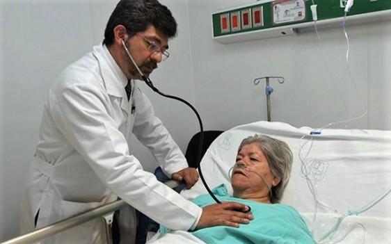 El trastorno predomina en la menopausia y se asocia con estrés o depresión por pérdida de la pareja.