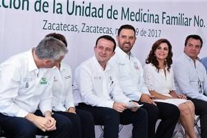 En gira de trabajo por Zacatecas y acompañado por el Gobernador Alejandro Tello, el Director General del Instituto inauguró la UMF número 57 y dio banderazo de salida a nueve ambulancias que beneficiarán a 48 mil derechohabientes.
