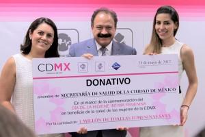 Ivette Medrano, Directora de Marketing para Saba México; Dr. Armando Ahued, Secretario de Salud de la Ciudad de México; Alejandra Contretras, Ginecóloga para Saba México