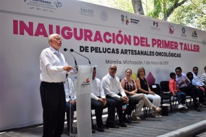 El doctor José Narro refrendó su compromiso por la salud de los que menos tienen.