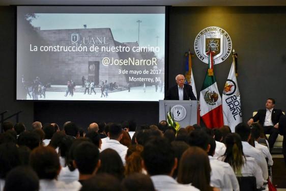 El Secretario de Salud, José Narro Robles, se reunió con estudiantes de la carrera de medicina