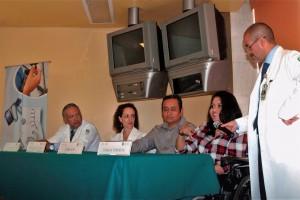 A la presentación de este caso de éxito asistió la Jefa de División del Servicio de Rehabilitación Neurológica, Jimena Quinzaños Fresnedo, el doctor Ramiro Pérez Zavala, jefe de Lesión Medular del INR así como el padre de la paciente.