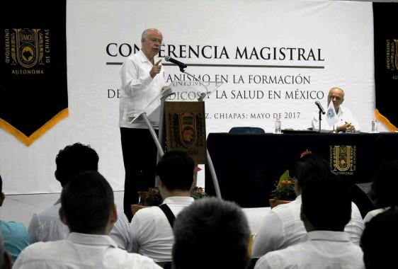 En la Unach subrayó que la formación de los médicos se debe basar en el fomento del humanismo y la conciencia social
