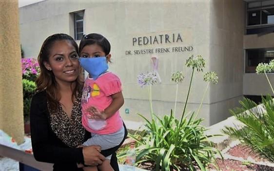 Leilani, una pequeña de año y 10 meses, recibió un trasplante a la semana del diagnóstico de hepatitis fulminante; fue así que salvó la vida.