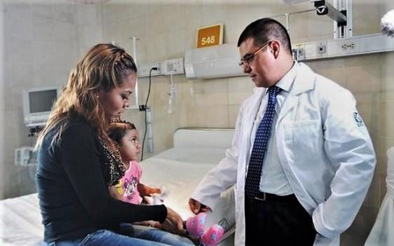 Niños y adultos con el padecimiento requieren un órgano en cuestión de días, antes de que el hígado deje de funcionar.
