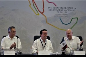 El Director General del IMSS, Mikel Arriola, plantea a los secretarios de salud de las 32 entidades federativas integrarse de lleno a la compra consolidada de medicamentos, para mejorar el abasto y reducir costos.