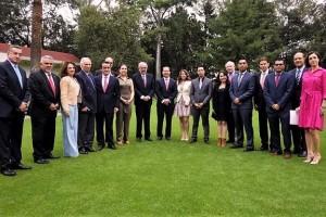El rector de la UNAM entregó premios a 6 proyectos, presentados en forma de tesis,3 de licenciatura y 3 de posgrado, acompañado del director general del IMSS, Mikel Arriola; el titular de la Cofepris, Julio Sánchez y Tépoz; el presidente del Consejo Farmacéutico Mexicano (CFM), Alfredo Rimoch, así como del presidente del Consejo Directivo de Fundación UNAM, Dionisio Meade.