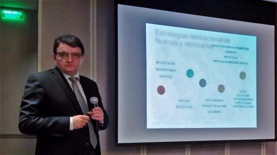 """Dr. Alfredo Ponce de León, jefe del Laboratorio de Microbiología Clínica, Instituto Nacional de ciencias Médicas y Nutrición """"Salvador Zubirán"""""""
