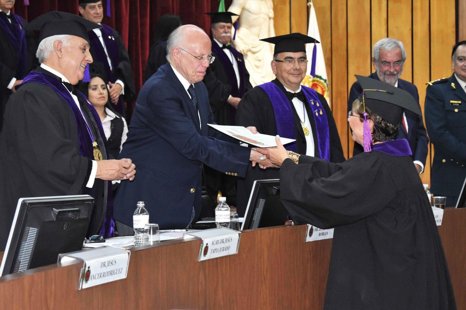 e nombraron los nuevos eruditos de la Academia Mexicana de Cirugía.