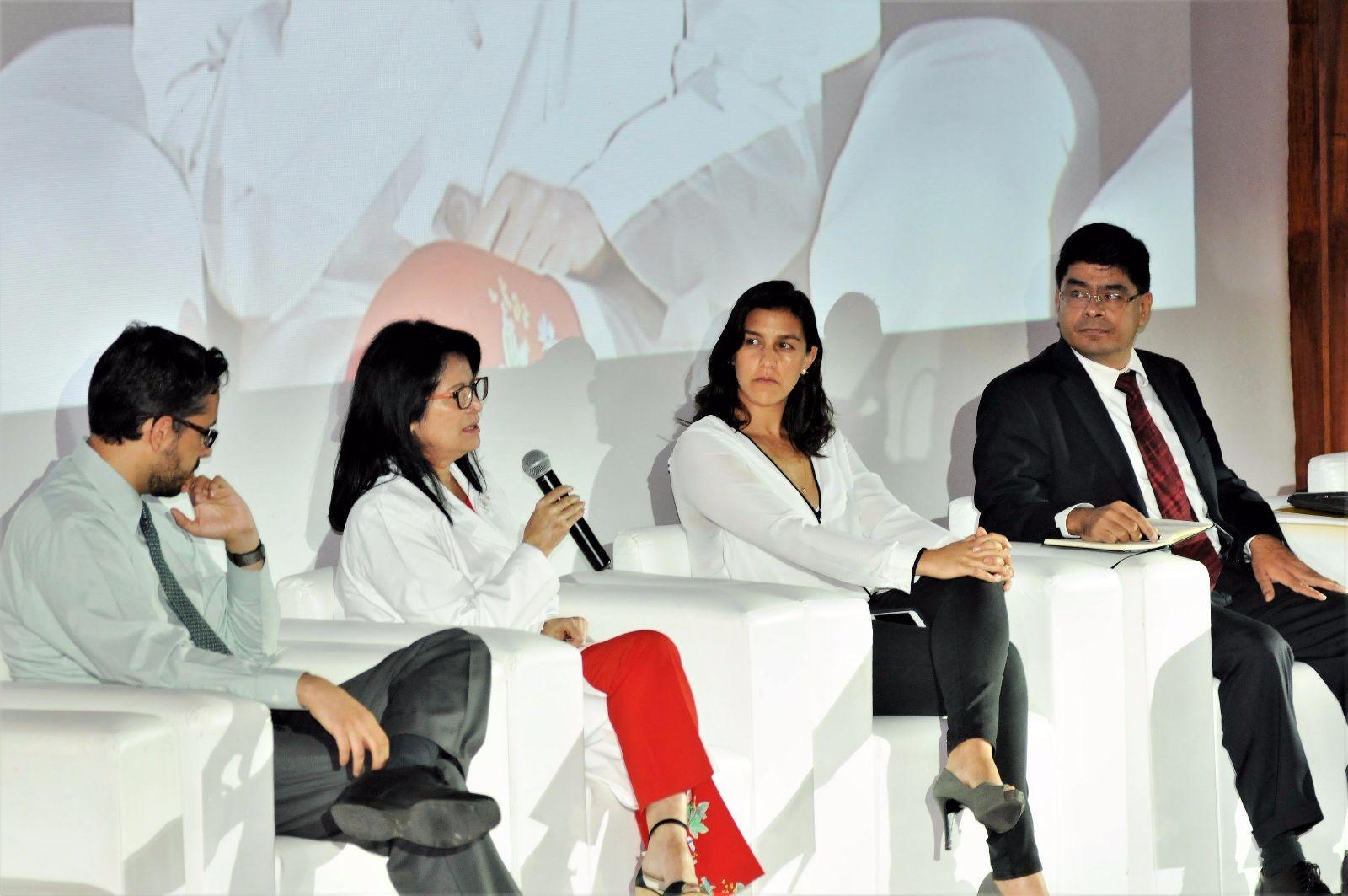 Dr. Andrés Hernandez, Dra. Emma Verástegui, Mariana Navarro y Jorge Yañez