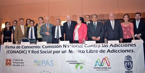 Manuel Mondragón y Kalb, titular de la CONADIC, suscribe convenio con la organización Red Social, en donde dijo que se requiere fortalecer los valores cívicos y morales desde la familia.
