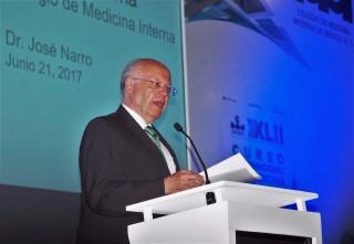 Participó en el XLII Curso Internacional de Medicina Interna