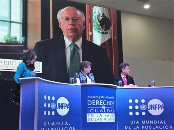 En video mensaje, el Secretario de Salud pide redoblar esfuerzos para mejorar niveles de bienestar de las mujeres de las Américas.
