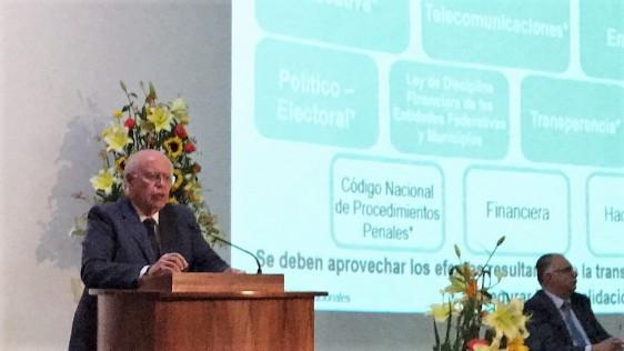 En los últimos 4 años de gobierno, el sistema de compras consolidado de medicamentos ha permitido ahorros por 14 mil millones de pesos a las instituciones públicas de salud, puntualizó el Secretario de Salud, José Narro Robles.