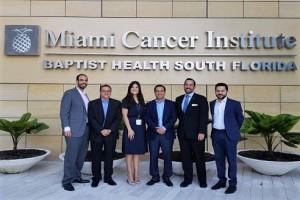 El alcalde Mauricio Vila fue recibido en el Instituto de Cáncer de Miami, para promover a la Ciudad Blanca como un destino capaz de albergar un clúster de servicios médicos.