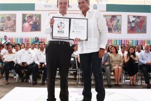 En el marco de la validación oficial para impartir educación preescolar en guarderías del estado, el Director General del IMSS, Mikel Arriola Peñaloza, anunció que el instituto invertirá 3 mil millones de pesos para mejorar la infraestructura y el servicio médico en Nuevo León.
