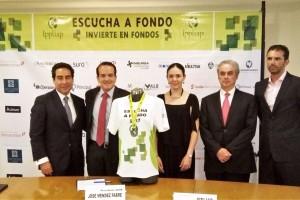 """Presentación de la camiseta de la Segunda edición de carrera """"Escucha a Fondo"""""""