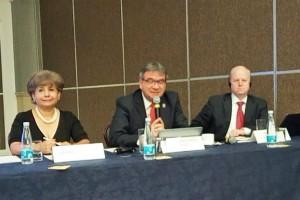 De izquierda a derecha: Lic. Maria de Lourdes Meléndez Sotelo; Dr. uis Juan Cera Coraza; Dr. James Kondorffer