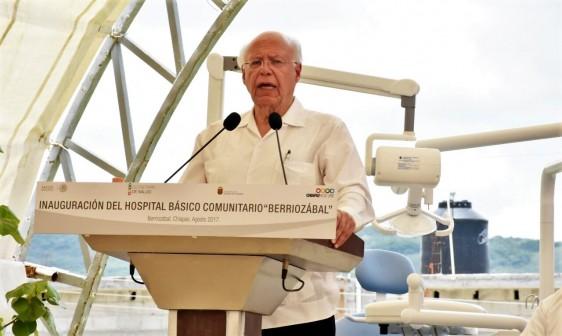 El Secretario de Salud, José Narro Robles, atestiguó la entrega de equipo odontológico para 53 municipios de la entidad