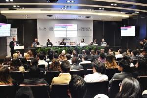 El Secretario de Salud, José Narro, sostuvo un diálogo con jóvenes universitarios.