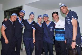 Víctor Azpeita Peña, Coordinador Nacional de las Jornadas de Cirugía de Mano, detalló que el equipo médico está integrado por especialistas, residentes y anestesiólogos entrenados.