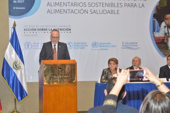 """""""Hoy tenemos que re-gobernar nuestros sistemas alimentarios para asegurar que mejoramos la salud de nuestra población"""" , explicó el Representante de la FAO, Julio Berdegué."""