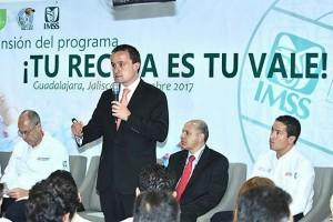 El Director General del IMSS, Mikel Arriola, destacó que con Jalisco son tres las entidades de la República (Ciudad de México y Estado de México son las otras) que benefician ya a 15.4 millones de mexicanos.
